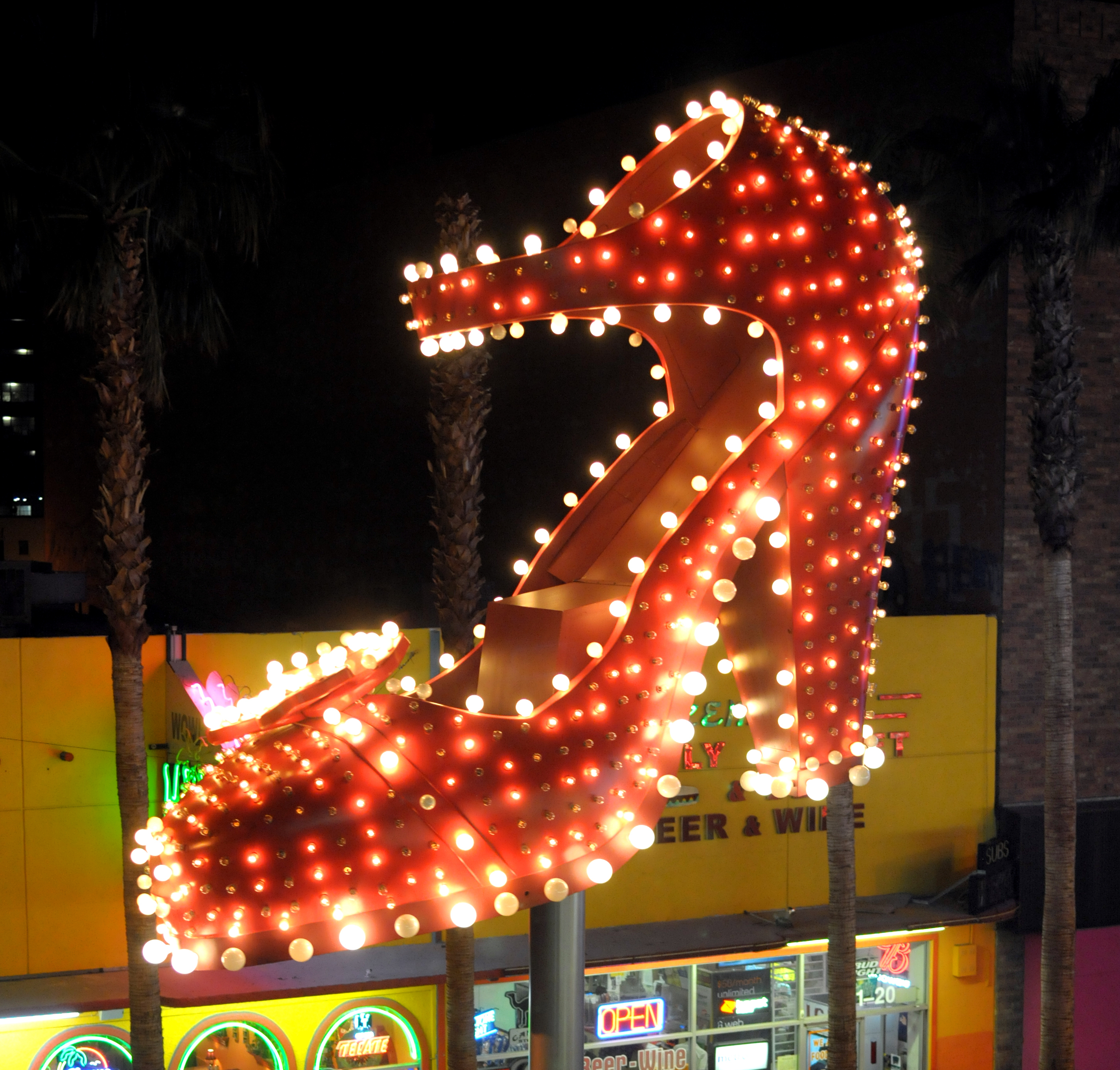 Shoe neon sign on Fremont