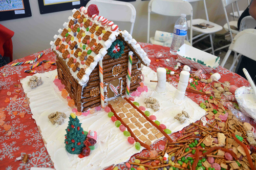 finished_gingerbread_house