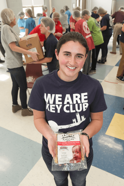 rsz_kmp_keyclubfoodbank-3649_kelly_mooney_photography
